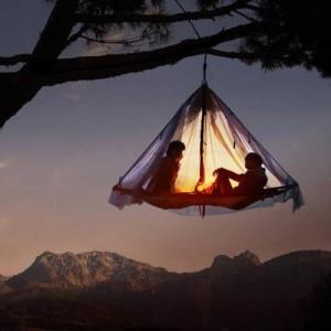Tent hangend aan de boom - Tentsile