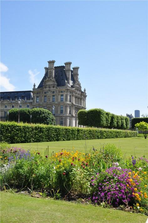Tuilerie Parijs - Gebouw en bloembed